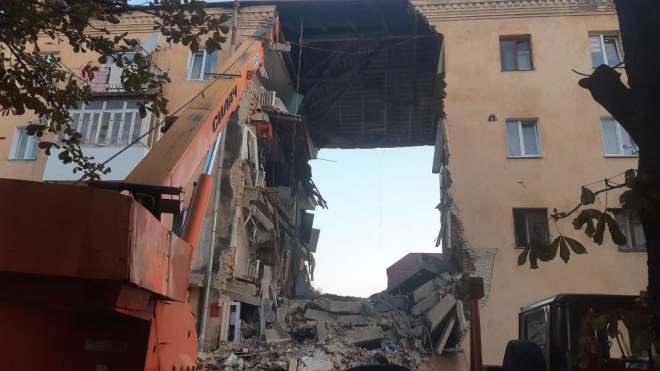 Обвалився під′їзд житлового будинку під Львовом, є загиблі - фото