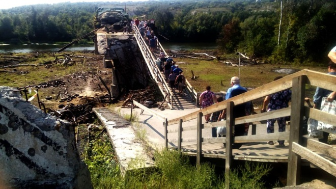 Окупанти продовжують імітувати демонтаж фортифікацій біля Станиці Луганської - фото