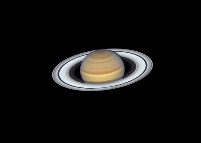 Кільця Сатурна сяють на останньому портреті, зробленому Хабблом - фото