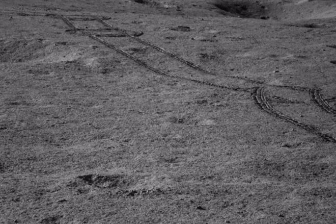 """Китай знайшов таємничий """"блискучий гель"""" на зворотній стороні Місяця - фото"""