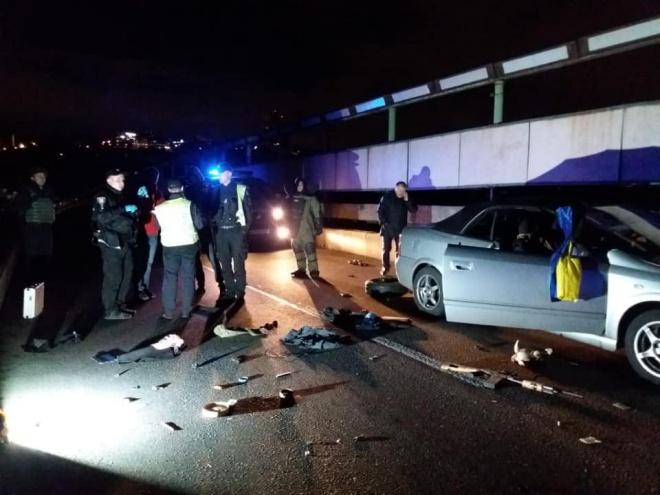 Спецпризначенці затримали чоловіка, який погрожував підірвати міст Метро - фото