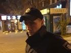 В центрі Києва коп 5 годин вмовляв самогубця спуститися з даху