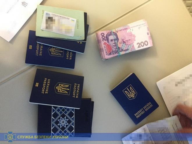 Львівська митниця: проводяться 40 обшуків щодо перевезення контрабанди - фото