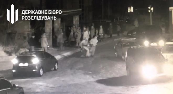 На Київщині поліція чотири години била і знущалася з чоловіка - фото