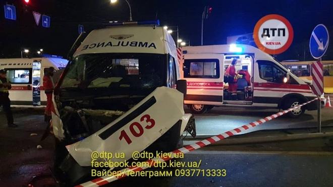 На Троєщині «швидка» потрапила у смертельне ДТП - фото