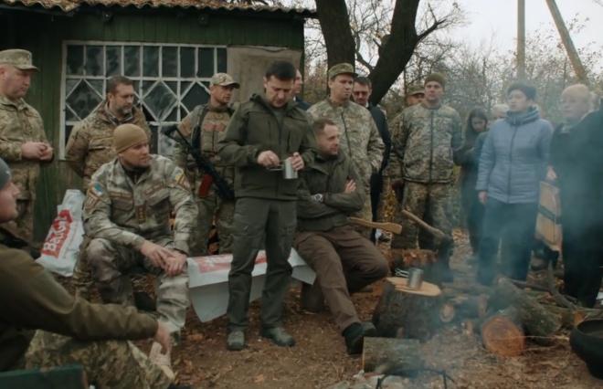 Нацполіція: ветерани-добровольці прибрали свою зброю із Золотого-4 - фото
