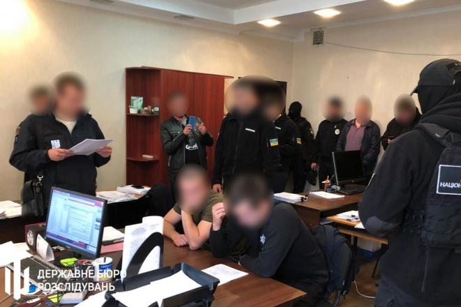 Одеським патрульним, які катували затриманих, повідомлено про підозру - фото