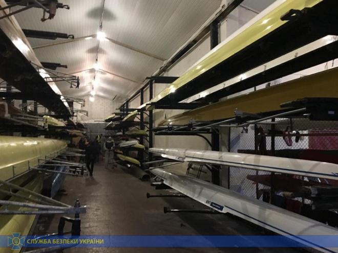 Чиновників КМДА викрито на розкраданні на закупках для спортивних шкіл - фото