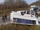 На Хмельниччині перекинувся рейсовий автобус, постраждало 8 осіб