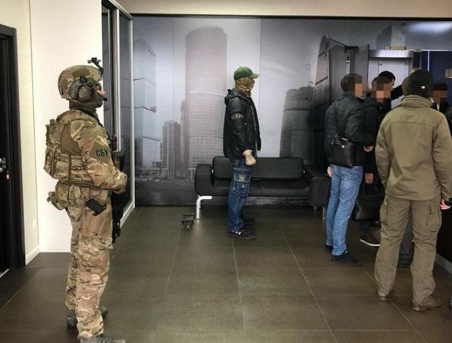 СБУ провело обшуки у справі зловживань чиновників КМДА - фото