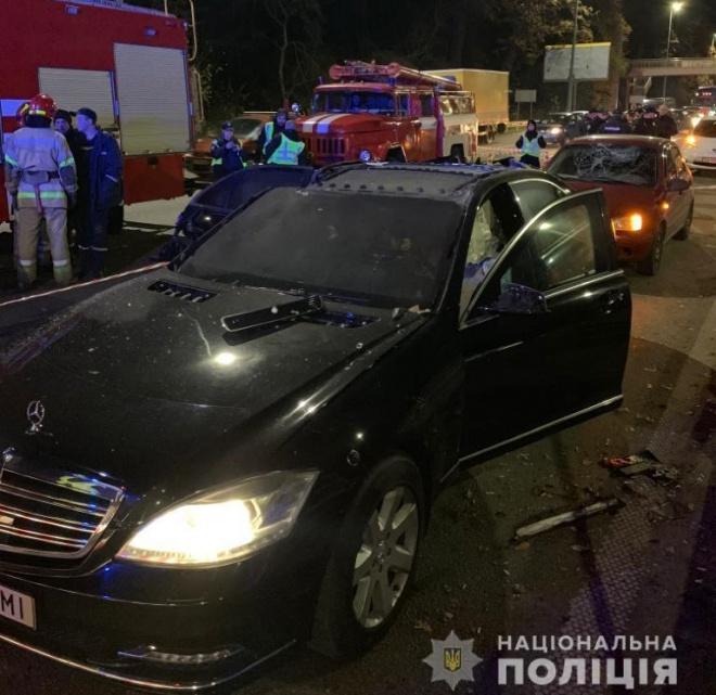 В Києві кинули вибуховий пристрій в Мерседес - фото