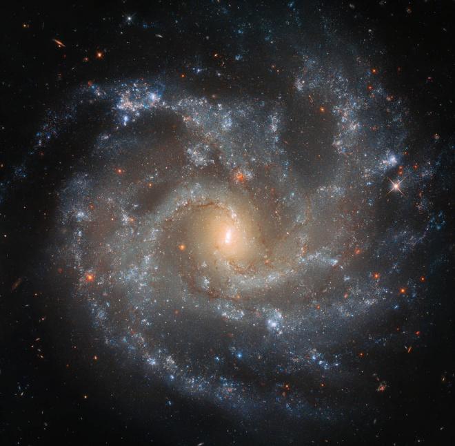 Хаббл в деталях показав галактичну драматичну подію - фото