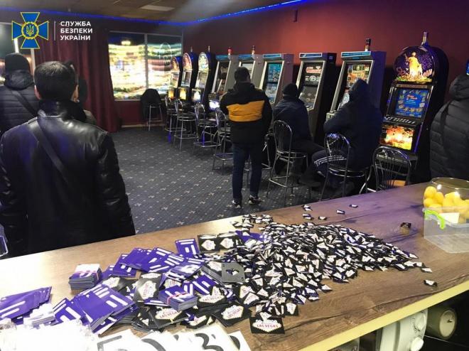 """СБУ """"накрила"""" 43 підпільні казино, що """"кришувалися"""" правоохоронцями - фото"""