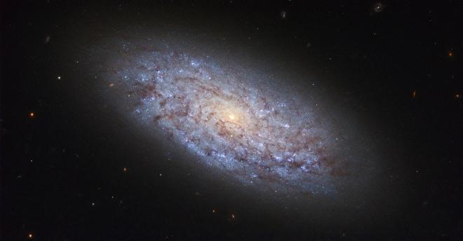 Астрофізики знайшли масивні чорні діри, які блукають в карликових галактиках - фото