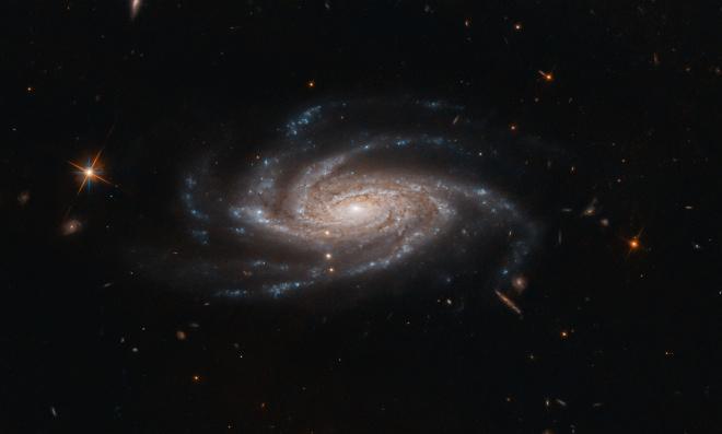 Хаббл зробив фото галактики «з розпростертими руками» - фото