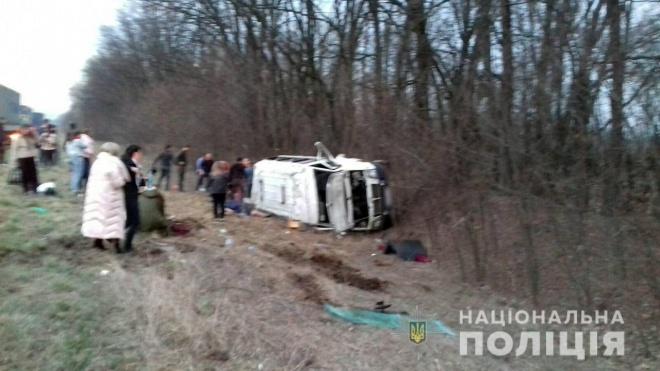 Джип влаштував смертельну аварію з пасажирським мікроавтобусом і намагався втекти - фото