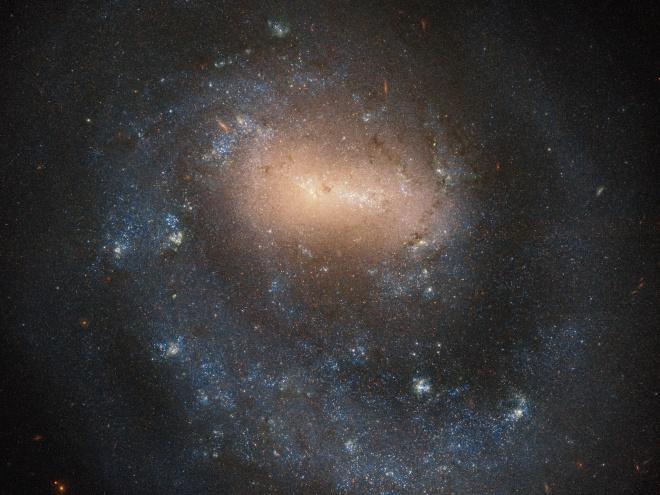Хаббл показав галактику з одним рукавом - фото