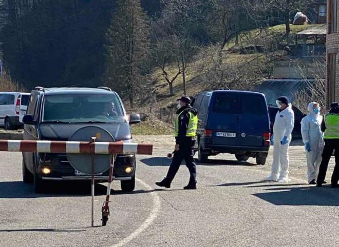 Поліція приступає до контролю обмежень щодо пасажирських перевезень - фото