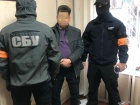 Пришвидшення видачі біопаспортів: в Києві службовця спіймали на хабарі