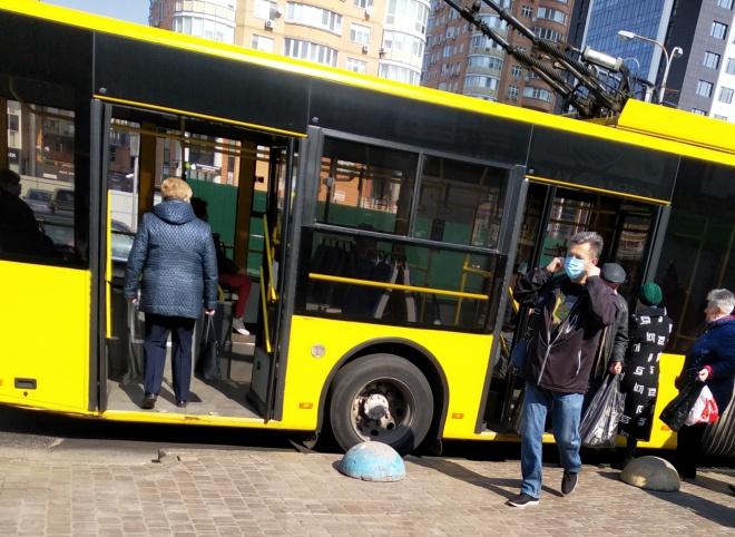 Столиця вводить жорсткіші обмеження для громадського транспорту - фото