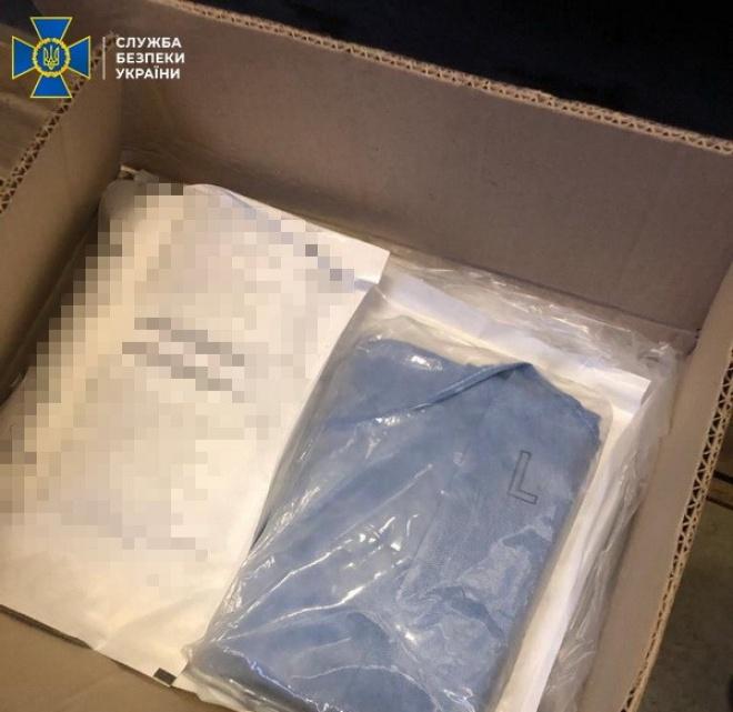 З України намагалися вивезти 40 тисяч медхалатів - фото