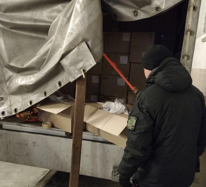 З України намагалися вивезти 50 тисяч респіраторних масок - фото