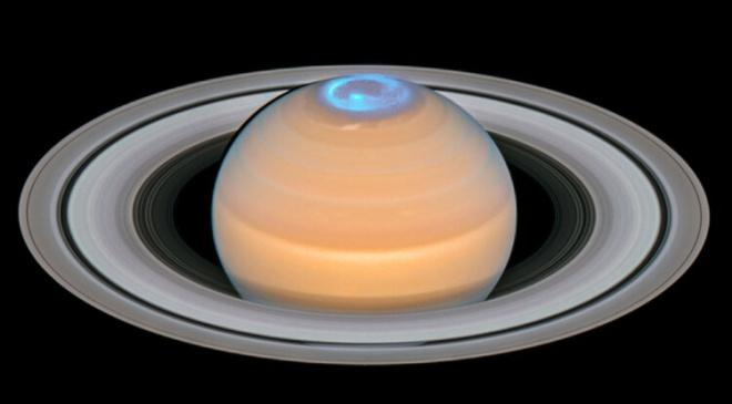 Що робить атмосферу Сатурна такою гарячою? - фото