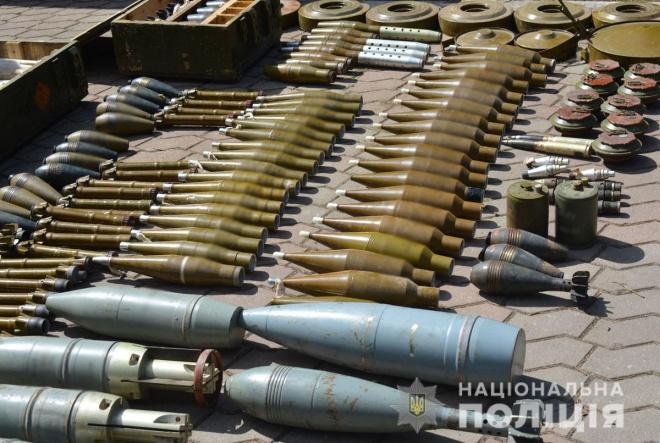 В занедбаному дитячому центрі виявили потужній схрон озброєння - фото