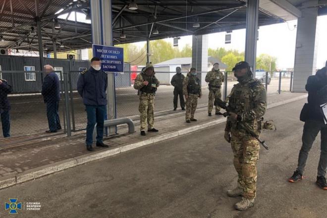 Прикордонники брали гроші за перетин кордону в умовах карантину - фото