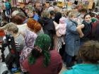 В російському місті покупці ледь не побилися на розпродажі каструль