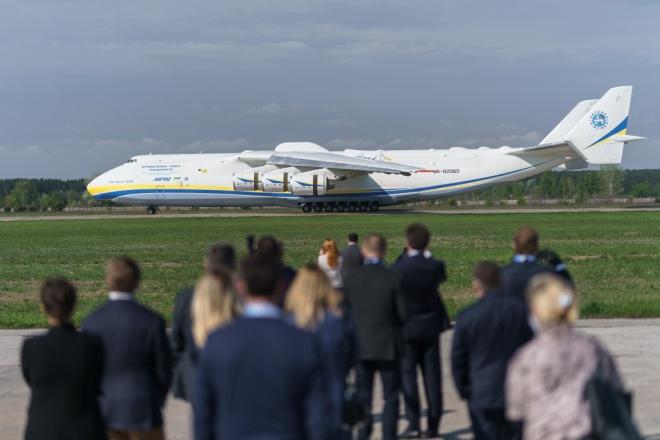 В Україну знову прибула «Мрія» з медвантажем - фото