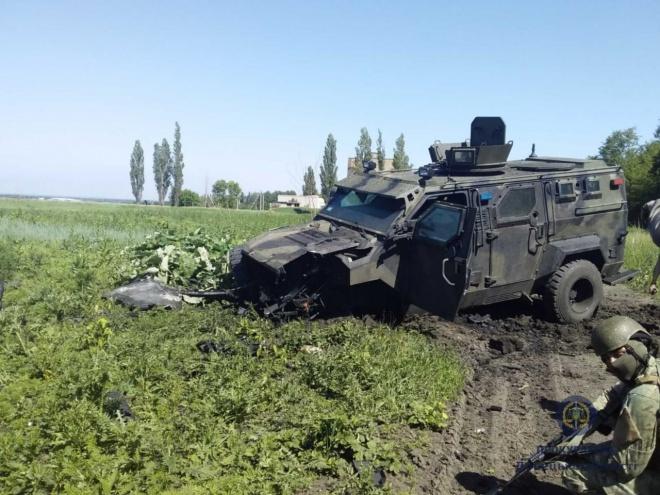 На Донеччині на міні підірвався бронеавтомобіль НГУ, багато поранених - фото