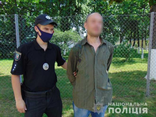 В Києві чоловік намагався підірвати квартиру у багатоповерхівці - фото