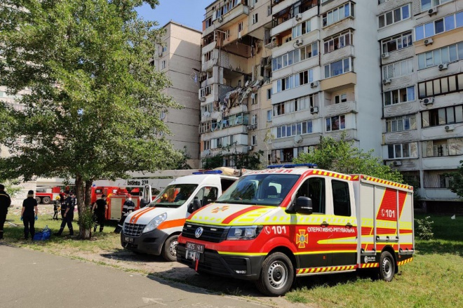 В Києві стався вибух у житловій багатоповерхівці, пошкодивши кілька поверхів - фото