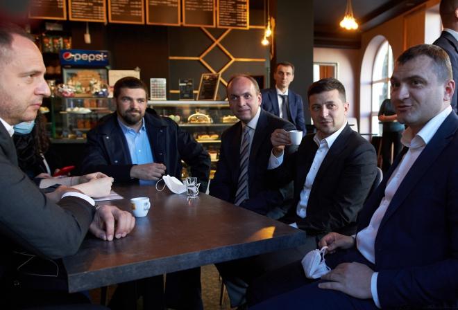 Зеленский відвідав кав′ярню у Хмельницькому попри карантин - фото