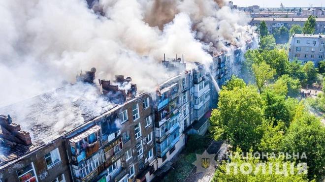 Цілу житлову п'ятиповерхівку в Новій Каховці ледве не спалив п'яний чоловік - фото