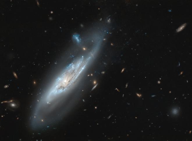 Хаббл показав примарну галактику - фото