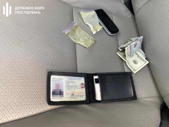 У Харкові групу поліцейських викрито на вимаганні хабарів у наркозалежних - фото