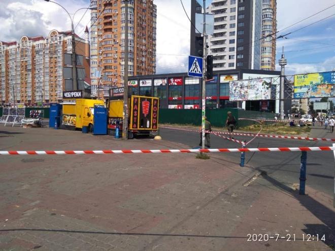В Києві на ринку Мінський знешкодили два вибухових пристрої - фото