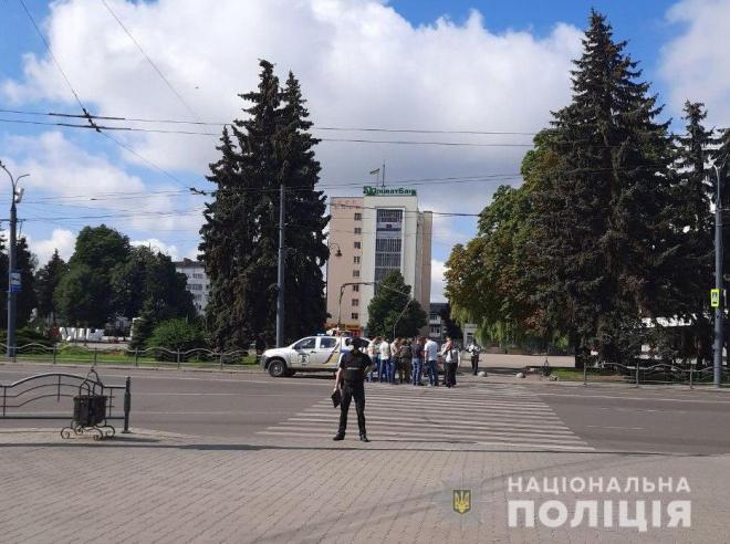 В Луцьку зловмисник взяв пасажирів автобусу у заручники - фото