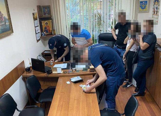 В Одесі поліцейські «дахували» 13 борделів - фото