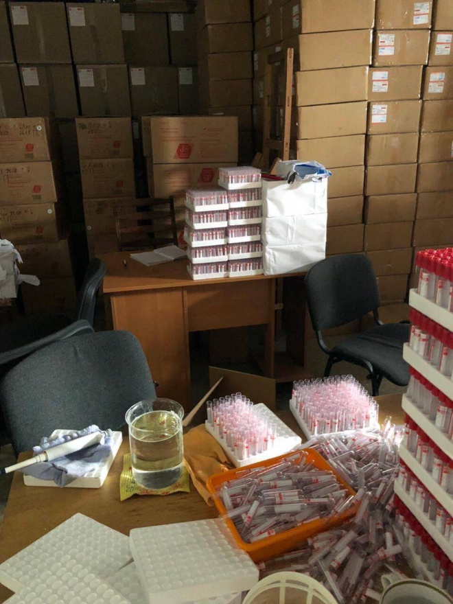 Підпільний цех з виготовлення засобів для тестування COVID-19 викрито на Харківщині - фото