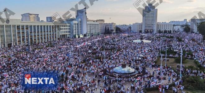 Сотні тисяч білорусів вийшли на мітинг проти Лукашенка - фото
