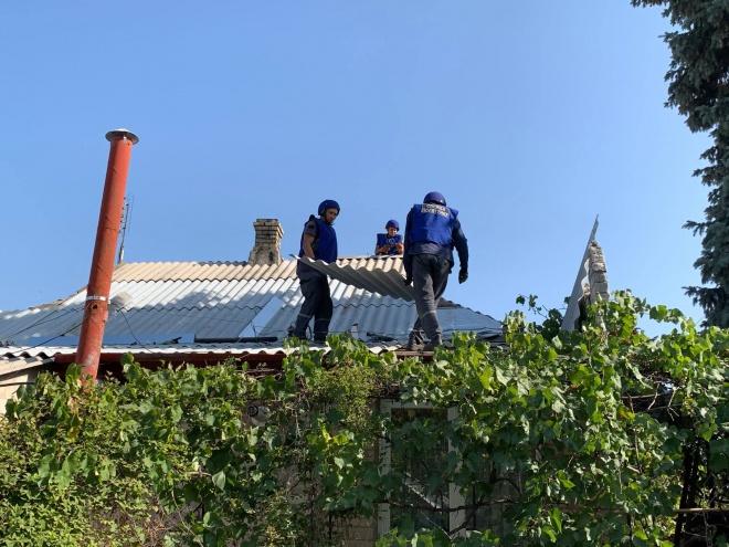 Окупанти зруйнували будинки мирних мешканців, захисники потроху відновлюють - фото