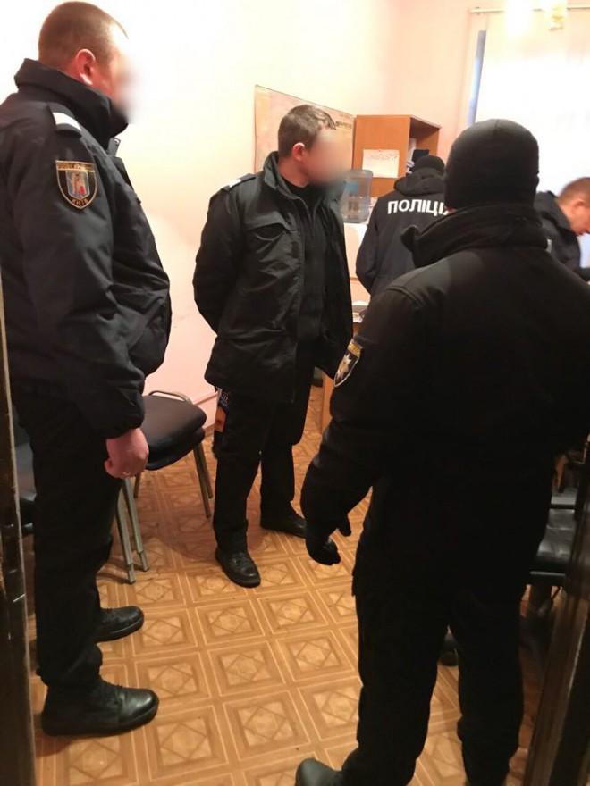 затримання поліцейських за кришування злодіїв на Київському центральному вокзалі, фото 1