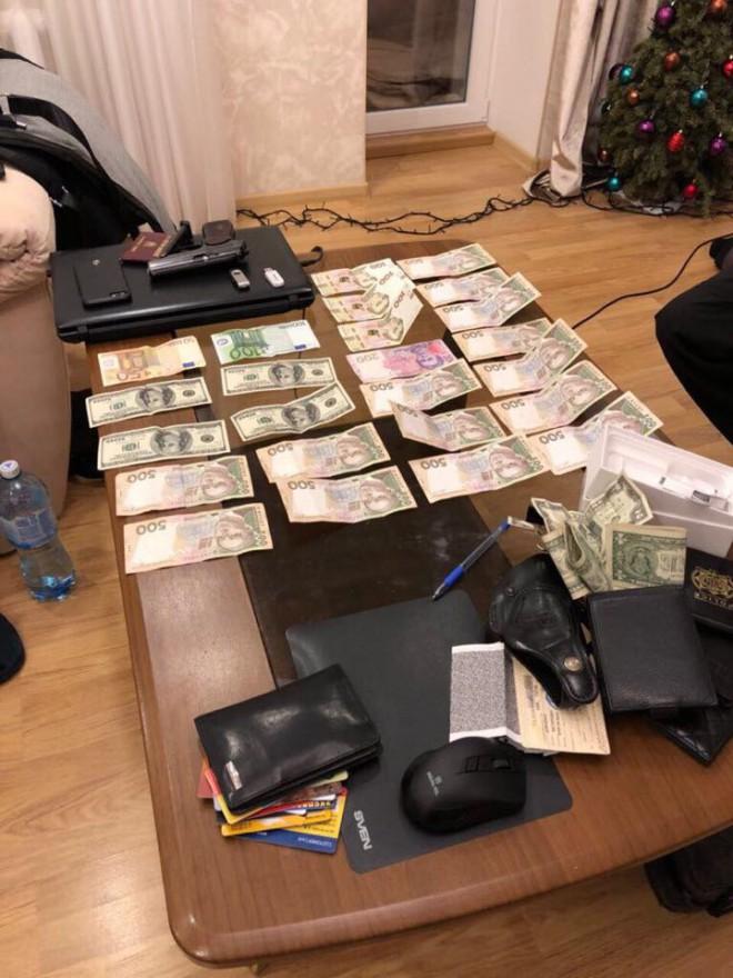 затримання поліцейських за кришування злодіїв на Київському центральному вокзалі, фото 3