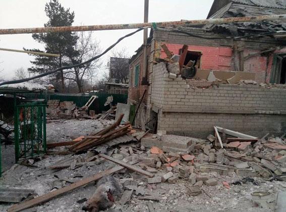 последствия обстрела жилого сектора Авдеевки на фото 1