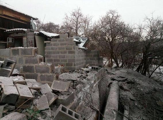 Город остался без света, двое граждан ранены— Авдеевка впламени