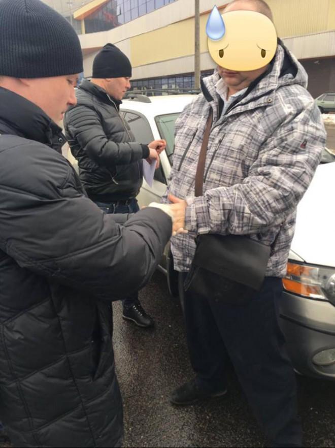 задержание на взятке начальника контрразведки СБУ в Луцке на фото 1