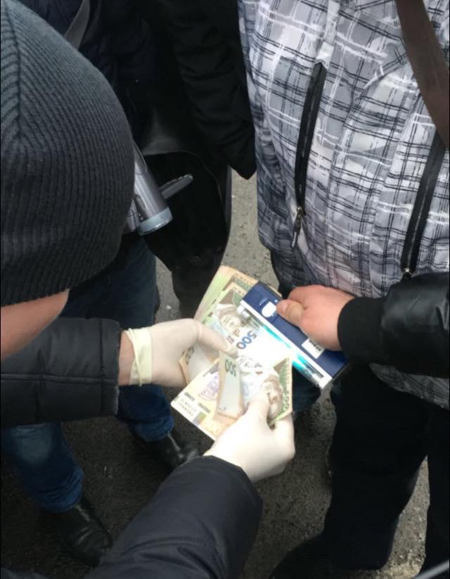 задержание на взятке начальника контрразведки СБУ в Луцке на фото 2